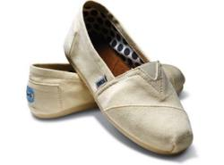 13e83f66923ed The Scarsdale High School TOMS Club is holding its first Style Your Sole  event on Saturday