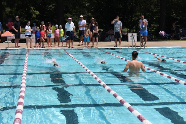 Freestyle swimming race