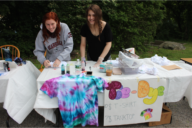 Sydney Goldman and Kylie Jurman tie dying